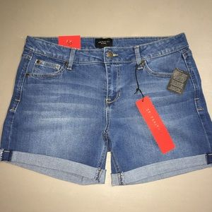 Celebrity Pink woman's Jean shorts size 11 NWT
